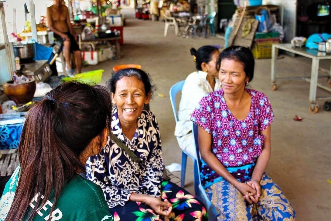 Projects Abroad Microfinance coordinator sits down to discuss with new beneficiaries on Silk Island